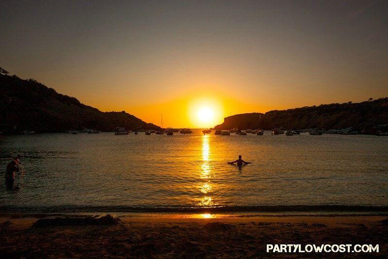 puesta de sol playa cala moli