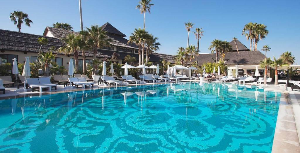 puro beach marbella piscina