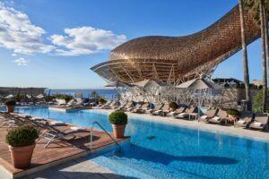 Pool hotel arts sandbeds